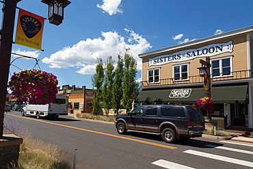 Cars in a traditional street in the historic City of Sisters in Deschutes County, Oregon, United States of America, North America