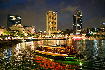 Tourist boat near the historic Boat Quay in Singapore river at dusk, Singapore, Southeast Asia, Asia