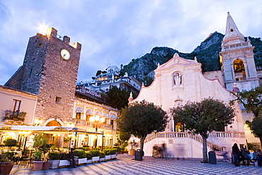 Evening, Piazza IX Aprile, Torre dell Orologio, church of San Giuseppe, Taormina, Sicily, Italy, Europe