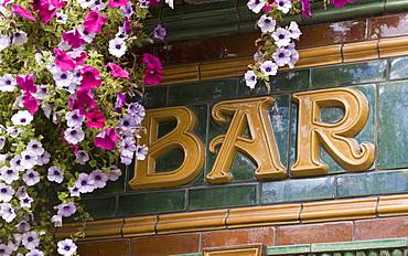 Bar sign and flowers, Temple Bar, Dublin, Republic of Ireland, Europe