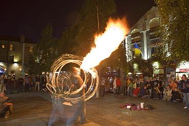 Street entertainers, fire eaters, Temple Bar, Dublin, Republic of Ireland, Europe