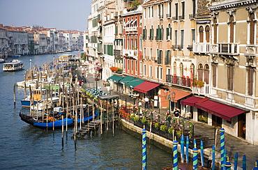 View of Grand Canal and Riva del Vin from Rialto Bridge, Venice, UNESCO World Heritage Site, Veneto, Italy, Europe