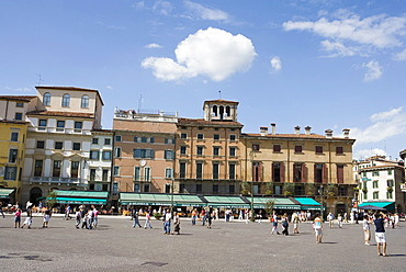 Cafes and restaurants in Piazza Bra, Verona, Italy