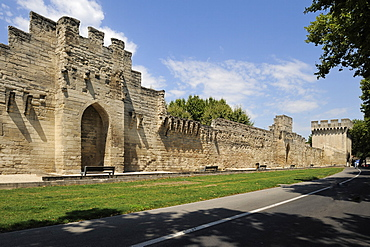 City Walls and ramparts, Avignon, Provence, France, Europe
