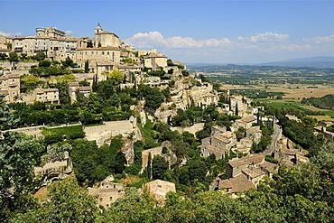 The hilltop village of Gordes designated Les Plus Beaux Villages de France, Vaucluse, Provence, France, Europe