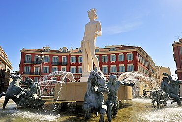 The Fontaine du Soleil (Fountain of the Sun), Place Massena, Nice, Alpes Maritimes, Provence, Cote d'Azur, French Riviera, France, Europe