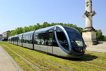 Tram on Quai Louis XVIII, Esplanade Des Quinconces, Bordeaux, Gironde, Aquitaine, France, Europe