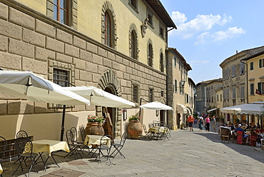 Shops and restaurants, Via Ferruccio, Castellina in Chianti, Siena Province, Tuscany, Italy, Europe