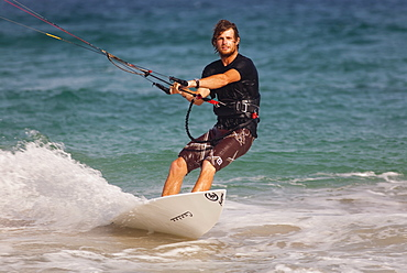 Kite surfer, Cotillo, Fuerteventura, Canary Islands, Spain,. Atlantic, Europe - 793-1018