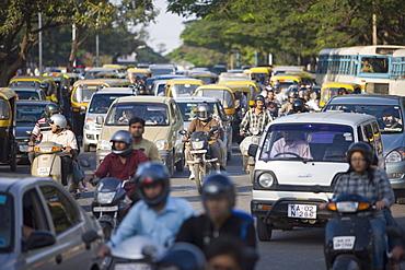 Traffic jam on Brigade Road, Bangaluru (Bangalore), Karnataka, India, Asia
