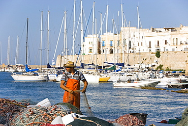 Fisherman, the castle, Gallipoli, Lecce province, Puglia, Italy, Europe