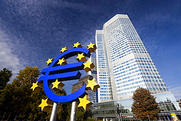 Euro Tower, home of European Central Bank, and Euro Symbol, Willy Brandt Platz, Frankfurt-am-Main, Hesse, Germany, Europe