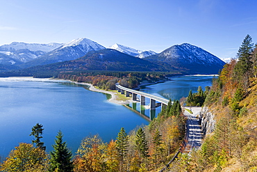 Road bridge over Lake Sylvenstein, with mountains in the background, Bavaria, Germany, Europe