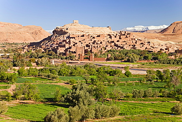 Ancient kasbah town of Ait Benhaddou on a former Caravan Route beside the Ouarzazate River, often used as a film location, UNESCO World Heritage Site, Morocco, North Africa, Africa