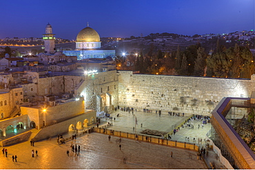 Jewish Quarter of the Western Wall Plaza with people praying at the Wailing Wall, Old City, UNESCO World Heritge Site, Jerusalem, Israel, Middle East