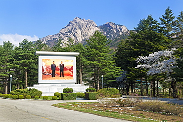 Portrait of the Great Leaders, Kim Il Sung and Kim Jong Il, Kumgang Mountains, Democratic People's Republic of Korea (DPRK), North Korea, Asia