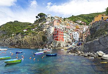 Clifftop village of Riomaggiore, Cinque Terre, UNESCO World Heritage Site, Liguria, Italy, Europe