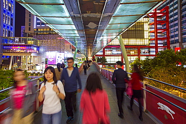 Xinyi downtown district, pedestrian bridge in the prime shopping and financial district of Taipei, Taiwan, Asia