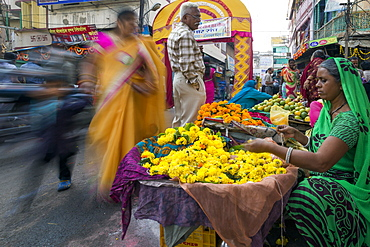 Busy street scene in the Old City, Udaipur, Rajasthan, India, Asia