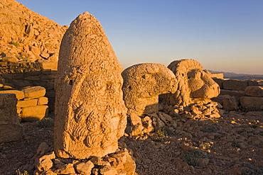 Ancient carved stone heads of the gods, head of Heracles, Nemrut Dagi (Nemrut Dag), on the summit of Mount Nemrut, UNESCO World Heritage Site, Anatolia, Turkey, Asia Minor, Eurasia