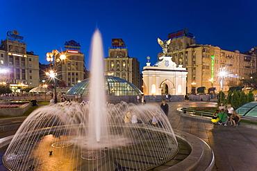 The fountains in Maidan Nezalezhnosti (Independence Square) at dusk, Kiev, Ukraine, Europe