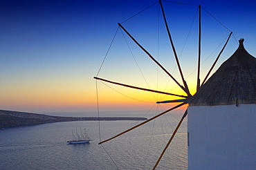 Sunset in Oia, Santorini, Cyclades, Greek Islands, Greece, Europe