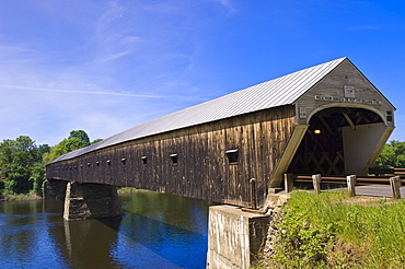 Cornish Windsor covered bridge spans the Connecticut River between Vermont and New Hampshire, Windsor, Vermont, New England, United States of America, North America