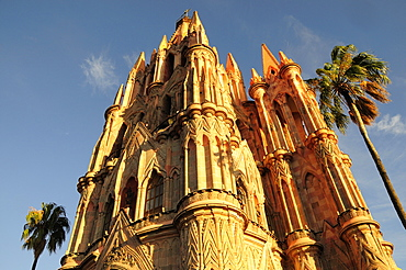 Mexico, Bajio, San Miguel de Allende, La Parroquia de San Miguel Arcangel exterior.