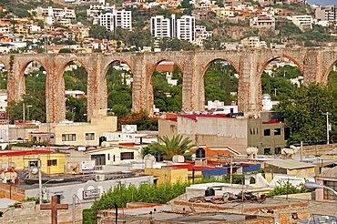 Mexico, The Bajio, Queretaro , City view with aquaduct from mirador.