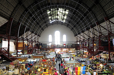 Mexico, Bajio, Guanajuato, Busy interior of Mercado Hidalgo with stalls spread out beneath domed roof supported by metal structure.