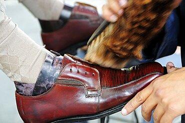 Mexico, Jalisco, Guadalajara, Plaza de la Liberacion Cropped view of shoe shine at work.