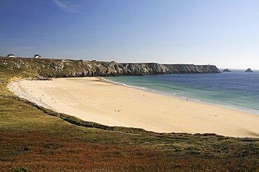 France, Brittany, Lagatjar, The beach at Lagatjar near Cameret-sur-Mer looking towards the Pointe de Penhir.