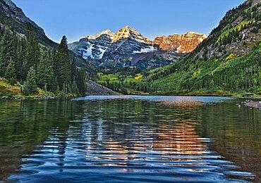 USA, Colorado, Aspen, Maroon Bells Wilderness area near Aspen.