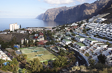 Spain, Canary Islands, Tenerife, Los Gigantes View over hillside town and cliffs.