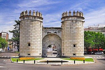 Spain, Extremadura, Badajoz, Puerta de Palmas monumental gateway.