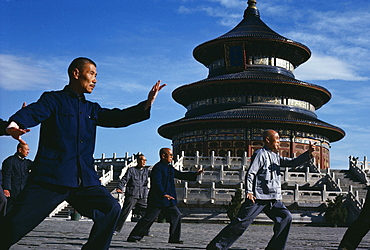 CHINA Hebei Beijing Group of men practising Tai Chi in front of the Temple of Heaven.   Peking