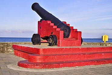 Ireland, County Sligo, Strandhill, Cannon on the seafront.