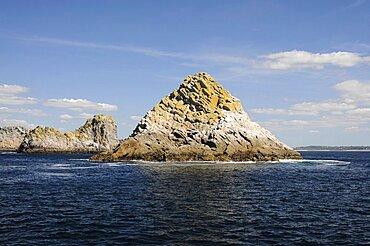 France, Brittany, Pointe de Pen-Hir, Les Tas de Pois, Pile of Peas, islets off the Pointe de Pen-Hir on the Presqu'ile de Crozon.