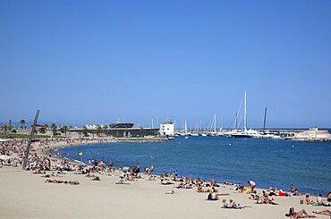 Spain, Catalonia, Barcelona, Barceloneta, Playa de St Sebastia, view along beach toward Port Olimpic.