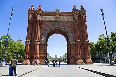 Spain, Catalonia, Barcelona, Sightseers at the Arc del Triomf built for the 1888 Universal Exhibition designed by Josep Vilaseca in the Mudejar Spanish Moorish style as the main gateway into the Parc de la Ciutadella in the Old Town district.,