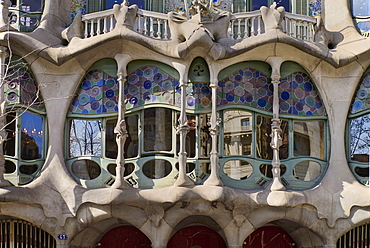 Spain, Catalunya, Barcelona, Casa Batllo by Antoni Gaudi, detail of window exterior.