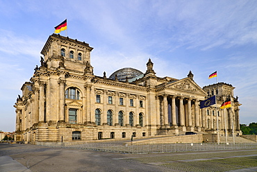 Germany, Berlin, Exterior front view of the Reichstag building which is the seat of the German Parliament designed by Paul Wallot 1884-1894 with glass dome by Sir Norman Foster added during later reconstruction.