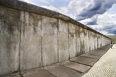Germany, Berlin, Gedenkstatte Berliner Mauer also known as the Berlin Wall Memorial Exhibition at Bernauer Strasse, the memorial contains the last piece of Berlin Wall that has the preserved grounds of the border strip displayed behind it.
