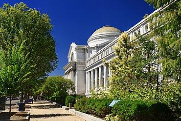 USA, Washington DC, National Mall, Smithsonian National Museum of Natural History, Exterior view.