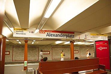 Germany, Berlin, Mitte, Alexanderplatz, underground station platform.
