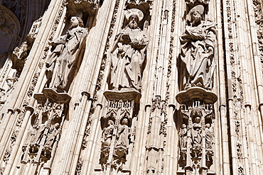 Spain, Castilla La Mancha, Toldeo, Statues of the apostles on the Cathedral porch.