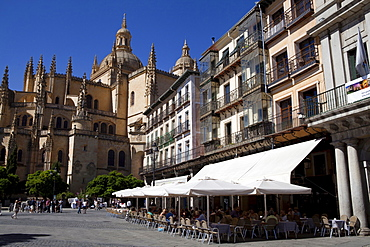 Spain, Castille-Leon, Segovia, Cafes in the Plaza Mayor, with the Cathedral to the left.