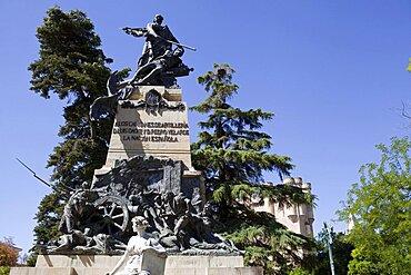 Spain, Castille-Leon, Segovia, Statue of Juan Bravo, Luis Daoiz and Pedro Velarde in Plaza la Reina Victoria Eugenia.