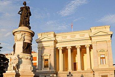 Spain, Madrid, Statue of Queen Maria Isabel de Braganza in front of the Museo del Prado Cason del Buen Retiro.