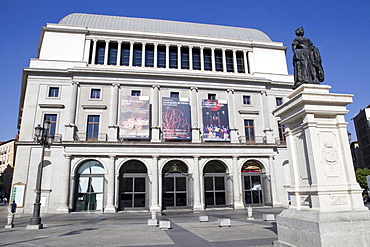 Spain, Madrid, Statue of Isabel II in front of the Teatro Real.